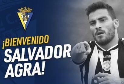 Salvador Agra, flamante fichaje del Cádiz, abre la puerta de salida a Álvaro García.