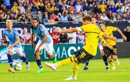 0-1. Götze marca de penalti el gol del triunfo del Dortmund sobre el Manchester City