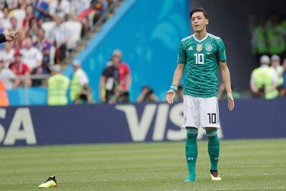 Özil deja la selección alemana entre críticas y polémica por foto con Erdogan