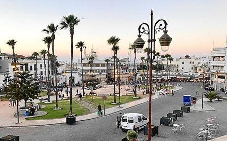 Imagen de la Plaza 9 de Abril, que sirve de entrada a la medina de Tánger.