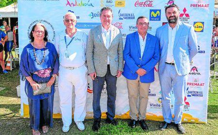 El consejero Francisco Javier Fernández y el alcalde Juan Espadas, durante la presentación de ayer.