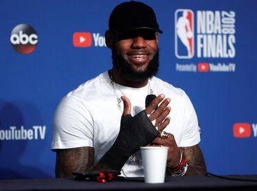 """LeBron James acusa a Trump de """"usar el deporte para dividir"""" a EE.UU."""