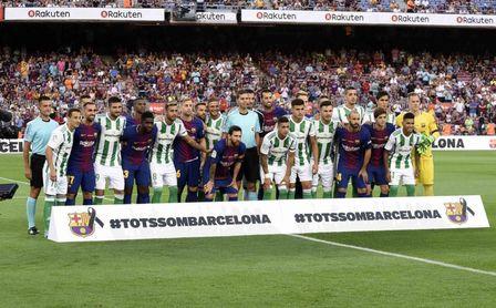 Homenaje en el partido Barça-Betis a las víctimas de los atentados.