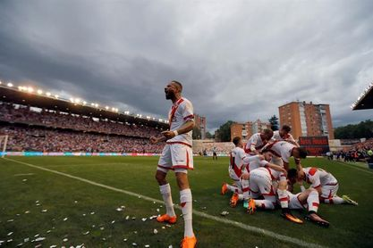 El Rayo Vallecano supera con solvencia al Real Madrid Castilla (0-3)