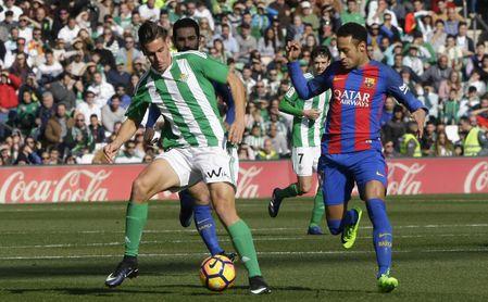 Álex Alegría durante un partido con la elástica del Real Betis
