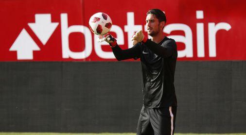 Rico, en un entrenamiento con el Sevilla.