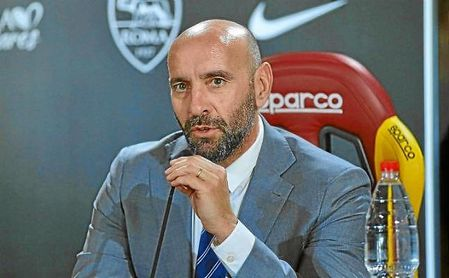 Monchi, durante una rueda de prensa con la Roma.