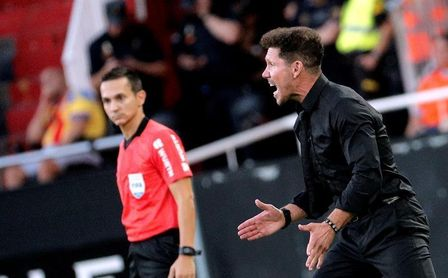Simeone cree que Filipe Luis seguirá en el Atlético