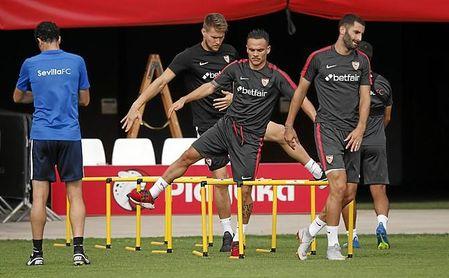El Sevilla se ha ejercitado este lunes con caras largas.
