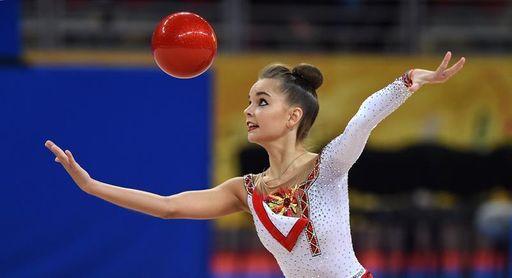 La rusa Dina Averina acapara los dos primeros oros en Sofía