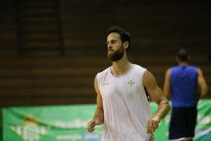 Pablo Almazán sufre una rotura de fibras en el bíceps femoral derecho