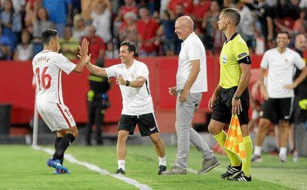 Jesús Navas celebra su gol ante el Ujpest.