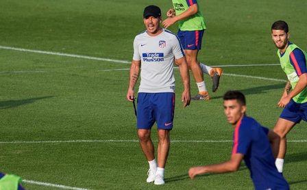 Simeone prueba un once con Lucas y sin Godín contra el Eibar