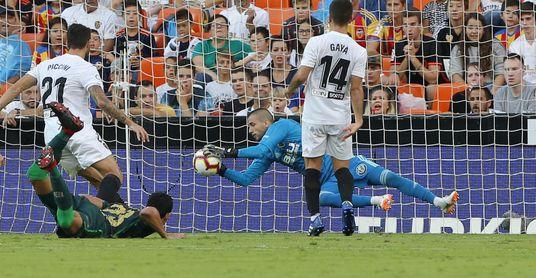 Mandi gozó de una de las mejores ocasiones del Betis en Mestalla.