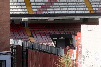 Comienza el desmontaje de los andamios del estadio del Rayo Vallecano