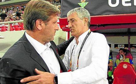 Setién saluda a Pedro Martins, míster del Olympiacos