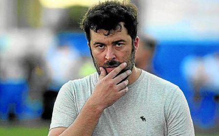 Javi Rojas, pensativo, durante el pasado UP Viso-Pozoblanco (1-0).