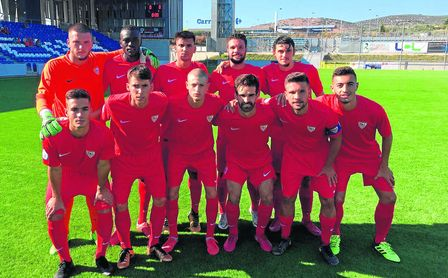El once que se enfrentó al Ciudad de Lucena, momentos antes del envite.