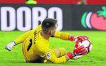 Y Vaclík volvió a salvar al Sevilla