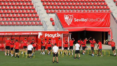 El Sevilla completa su última sesión de la semana y descansará el puente