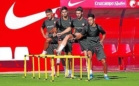 Carriço y André Silva, junto a Sergi Gómez y Jesús Navas durante un entrenamiento.