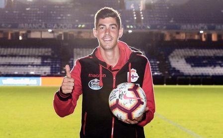 Carlos Fernández se llevó a casa el balón de su ´hat-trick´ al Elche CF.