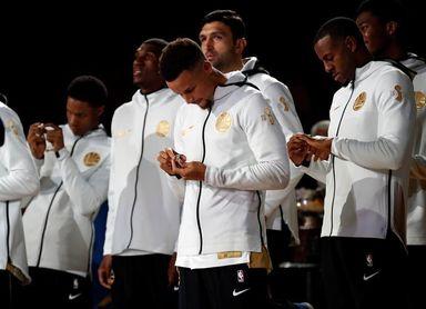 Warriors disfrutan de la última entrega de anillos de campeones en el Oracle Arena