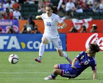 La estrella de la selección inglesa femenina es amenazada de muerte en Instagram