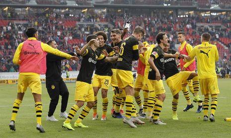 Alcácer volvió a marcar, el Dortmund sigue en racha y el Bayern se sacude su crisis