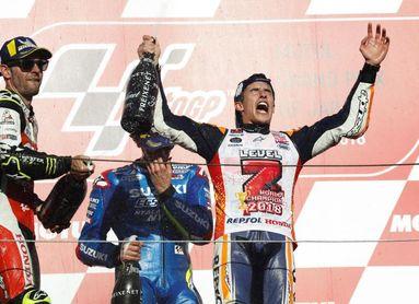 Márquez desespera a Dovizioso y gana el título