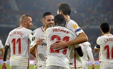 Promes y el ´Mudo´ celebran un gol ante el Akhisar.