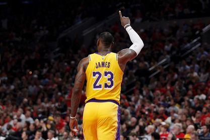126-117. James se acerca al triple-doble y los Lakers siguen ganando