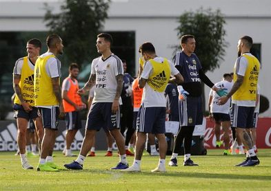 Una Argentina alternativa recibe a México en busca de la renovación