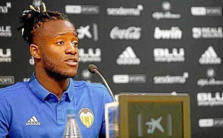 """Batshuayi: """"Mi salida del Valencia solo son rumores"""""""