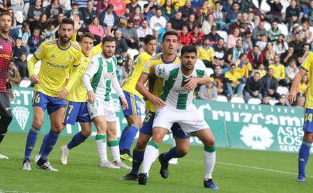 1-3. El Cádiz hunde al Córdoba en el último minuto