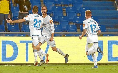 Domingos Duarte celebra un gol con el Deportivo esta temporada.