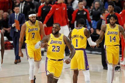LeBron y Lakers remontan ante los Mavericks