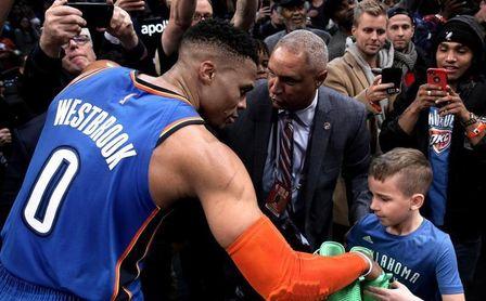Los Raptors ganan el duelo a los Sixers; George y Westbrook viven una noche especial