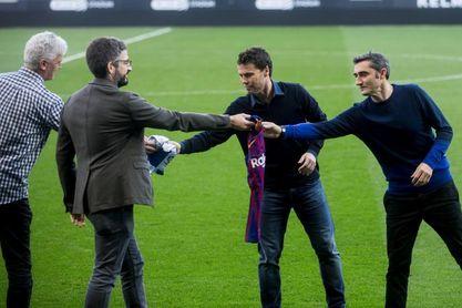 El Barça pone a prueba el liderato en uno de los derbis más igualados