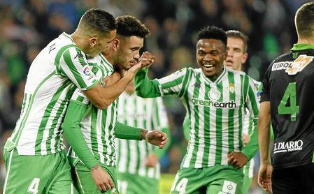 El Betis celebra el gol de Sanabria.