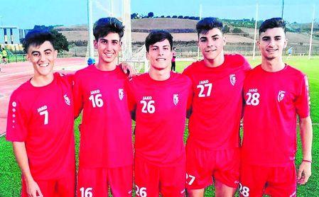 De izquierda a derecha, Nacho, Álvaro, Juanjo, Isaac y Jorge, los juveniles que se están entrenando habitualmente con la primera plantilla del Antoniano.