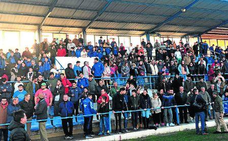 Los aficionados azulinos se agolparon ayer en el Estadio de San Pablo para defender la supervivencia de este histórico club.