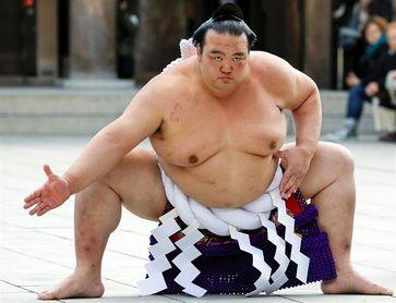 El gran campeón japonés de sumo Kisenosato decide retirarse