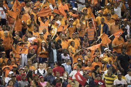 Los Toros vencen con susto a los Leones y avanzan a la final del béisbol dominicano