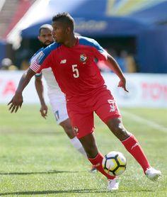 Dos veteranos jugadores sin club destacan en una renovada lista de Panamá