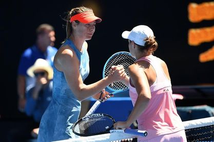 Barty brilla ante su público y elimina por primera vez a Sharapova