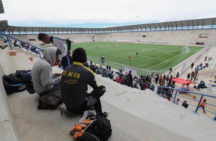 El primer partido de liga en el estadio más alto atrae la atención en Bolivia