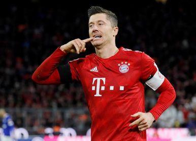 El Bayern derrota al Schalke y se pone a cinco puntos del Dortmund