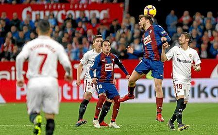 Lance del partido entre el Sevilla y el Eibar en el Sánchez-Pizjuán.
