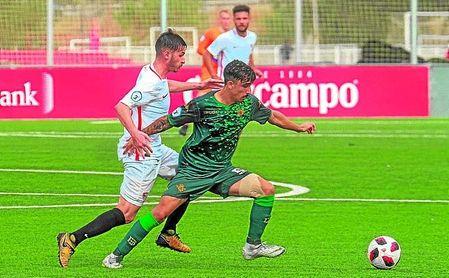 Robert y Calderón, ausente hoy por sanción, en un lance del duelo de la primera vuelta, que finalizó 0-3.
